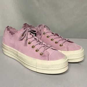 Gorgeous girly suede converse